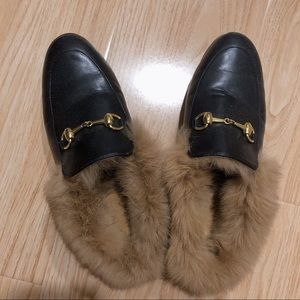 Shoes - Women black furry loafer